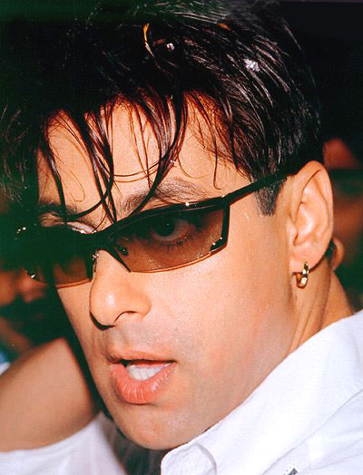 http://sujeetkumaar.files.wordpress.com/2009/07/salman-khan.jpg