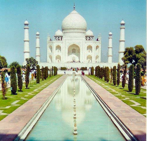 http://sujeetkumaar.files.wordpress.com/2009/07/taj-mahal.jpg