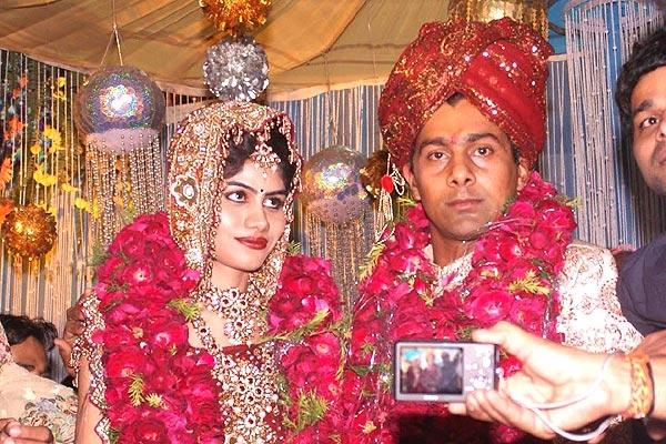 Praveen Kumar with Sapna wedding wallpapers | Famous In ...